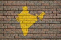 Mapa de India na parede de tijolo Fotos de Stock Royalty Free