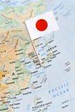 Mapa de Japón y perno de la bandera imagen de archivo