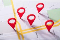 Mapa de la ciudad con el marcador de la ubicación foto de archivo libre de regalías