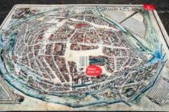 Mapa de la ciudad de Estrasburgo en Place cuadrado du Chateau Imagenes de archivo