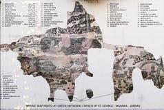 Mapa de mosaicos bizantino del fresco de Oriente Medio antiguo y de la Tierra Santa en Madaba, Jordania Imagen de archivo