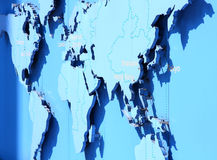 Mapa de mundo no azul Foto de Stock Royalty Free