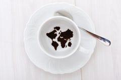 Mapa de mundo no copo fotos de stock