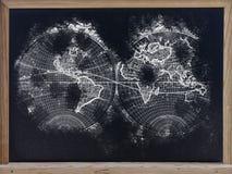 Mapa de mundo no quadro-negro fotos de stock