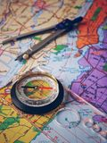 Mapa de Nueva York En el mapa es un compás y los compases imagenes de archivo