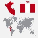 Mapa de Perú en un mapa del mundo con el indicador de la bandera y del mapa Ilustración del vector libre illustration