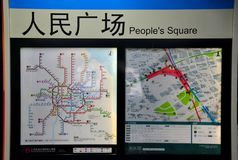 Mapa de rede do metro na estação quadrada Shanghai China do pessoa Fotografia de Stock