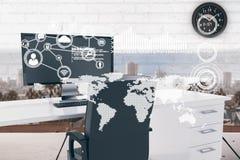 Mapa del mundo con los iconos de la conexión en cabina de la oficina Foto de archivo libre de regalías