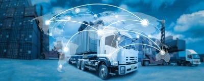 Mapa del mundo de la cobertura de la red global, camión con industrial Foto de archivo
