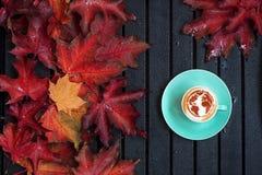 Mapa del mundo en el café fotos de archivo