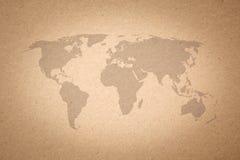 Mapa del mundo en el fondo de papel de la textura Foto de archivo libre de regalías