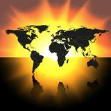Mapa del mundo en el vector del fondo de la puesta del sol Imagen de archivo libre de regalías