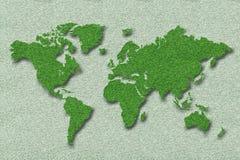 Mapa del mundo en hierba verde Imágenes de archivo libres de regalías