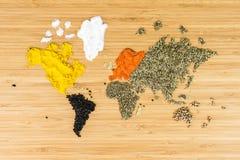 Mapa del mundo hecho de los diversos spicies blancos Fotos de archivo libres de regalías