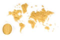 Mapa del mundo hecho del azúcar de caña en el fondo blanco Imagen de archivo