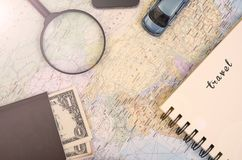 Mapa del mundo para hacer vacaciones del planeamiento de la lista con el otro viaje Imagen de archivo