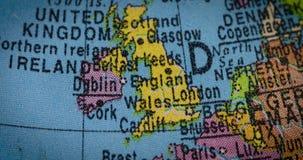 Mapa del país de Inglaterra en el globo metrajes
