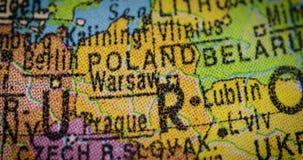Mapa del país de Polonia en el globo almacen de metraje de vídeo