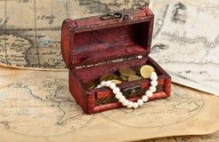 Mapa del tesoro y pecho del vintage Fotografía de archivo libre de regalías