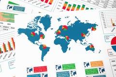 Mapa do mundo com cartas, gráficos e diagramas Fotografia de Stock