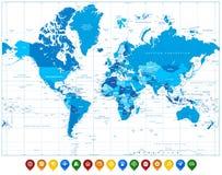 Mapa do mundo nas cores de ponteiros azuis e coloridos do mapa Fotografia de Stock Royalty Free