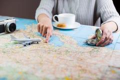 Mapa do planeamento do curso da viagem fotos de stock