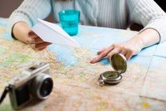 Mapa do planeamento do curso da viagem imagens de stock