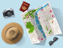 Mapa do turista do curso e o outro equipamento Imagens de Stock Royalty Free
