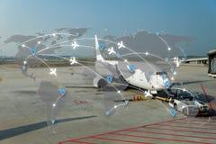 Mapa do uso da rede dos aviões das rotas de voo para o curso global, im fotos de stock royalty free