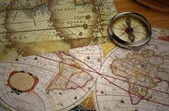 Mapa do vintage e compasso do vintage Imagens de Stock Royalty Free