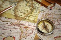 Mapa do vintage e compasso do vintage Fotos de Stock
