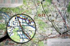 Mapa do voo com lupa Imagens de Stock Royalty Free