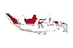 Mapa e bandeira de Indonésia no linho velho ilustração royalty free