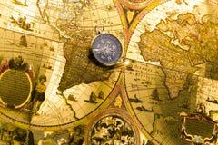 Mapa e compasso imagens de stock royalty free
