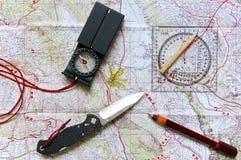 Mapa e equipamento exterior Fotografia de Stock Royalty Free