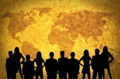 Mapa e executivos de mundo ilustração stock