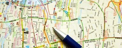 Mapa e pena Fotografia de Stock Royalty Free