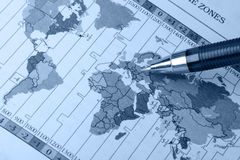 Mapa e pena de mundo Imagem de Stock Royalty Free