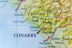 Mapa geográfico da Guiné com a cidade de Conakry da capital imagem de stock royalty free