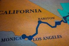 Mapa histórico de la ruta 66 hecho de piso de mosaico del mosaico con diseño del mapa imagen de archivo