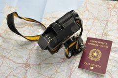 Mapa, passaporte e câmera Fotos de Stock
