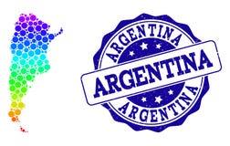 Mapa pontilhado do arco-íris de Argentina e de selo do selo do Grunge ilustração stock