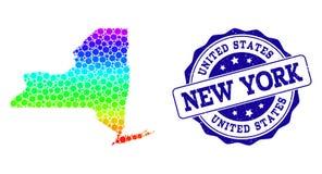 Mapa punteado del arco iris del Estado de Nueva York y del sello del sello del Grunge ilustración del vector