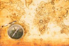 Mapa velho com um compasso antigo Foto de Stock Royalty Free