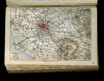 Mapa velho do atlas geográfico 1890 com um fragmento do Apennines, península italiana Indicadores velhos bonitos em Roma (Italy) Foto de Stock Royalty Free