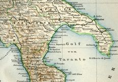 Mapa velho do atlas geográfico 1890 com um fragmento do Apennines, península italiana Itália do sul Golfo de Taranto Imagem de Stock Royalty Free