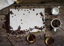 Mapa świat, kawowe fasole na starym papierze Eurasia, Ameryka, Australia, Afryka Rocznik Czarna kawa, zmielona kawa Obrazy Stock