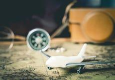 Mapa y accesorios del vintage con el avión del juguete Foto de archivo libre de regalías