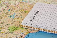 Mapa y cuaderno del viaje fotografía de archivo libre de regalías