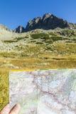 Mapa y su reflexión en el campo Fotografía de archivo
